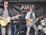 "die Band ""FINE"" in Aktion"